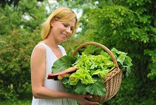 woman gardening for weight loss